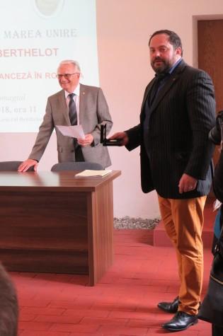 Acad. Victor Voicu, vicepreședinte al Academiei Române și Dan Drăghicescu, producător de film istoric